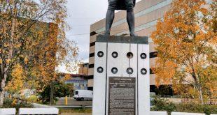Estatua James Cook